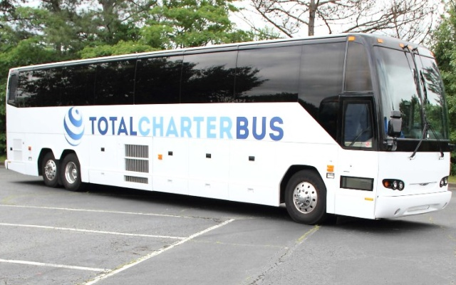 milwaukee charter bus rental